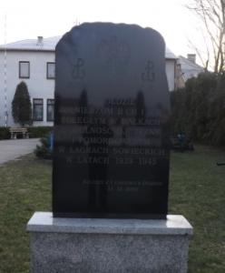 pomnikd